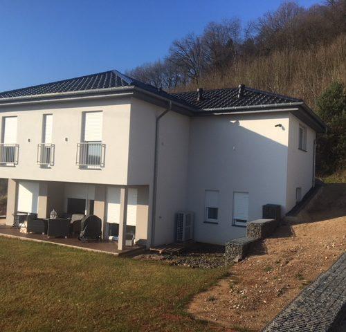 fertiggestellter Hausbau Ergebnis mit Garten - Bauleistung
